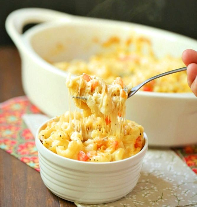 This creamy mac and cheese definitely doesn't come from a box, you can make it at home quickly with samples ingredients.