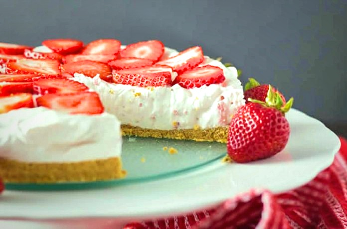 A delicious strawberry and cream dessert for your meal ends.A Weight Watchers recipe that is too desired, easy and for the whole family, test it.
