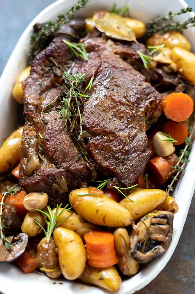Roast beef with potatoes and mushrooms is an easy to prepare dish that will appeal to the whole family. This Roast is compatible with the Weight Watchers diet because it is low in calories and points.