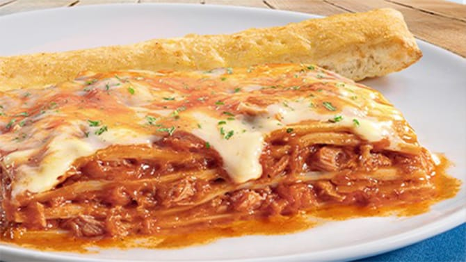If you are looking for a quick recipe to make with ingredients that are easy to find in the kitchen, these tomato and tuna lasagna are what you need.