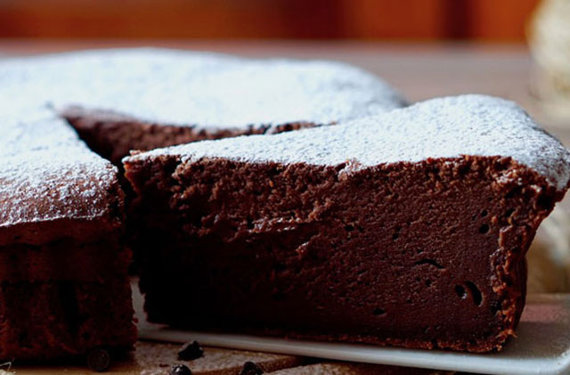 Light chocolate and yogurt cake, a tasty light cake, soft and tender, with the good taste of intense and refined dark chocolate, very easy and simple to make.