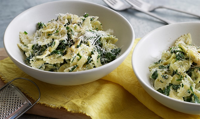 Pasta with ricotta and spinach is an inexpensive dish, easy to make, very good and quite light. The perfect dish if you don't have the time or the inclination to cook. Serve with a seasonal vegetable salad or some fruit for a full meal.