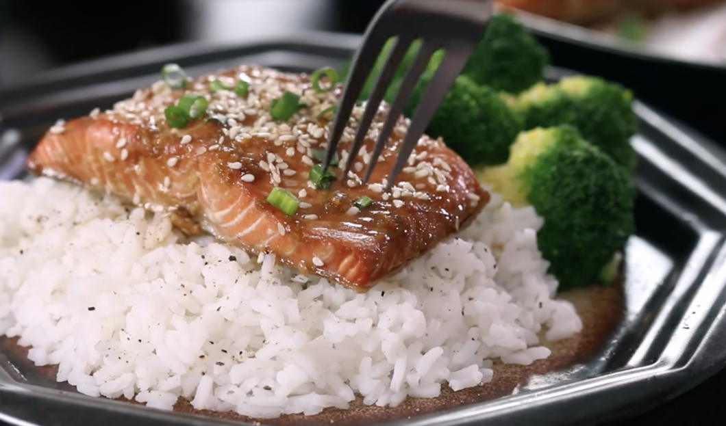 Baked Sesame Salmon, a delicious sea food, easy and simple to prepare for dinner. very good and quite light. The perfect dish if you don't have the time or the inclination to cook.