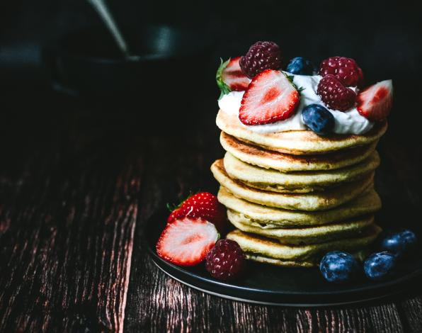 This healthy pancake recipe is going to become a family favorite, regardless of whether you're on Weight Watchers or not. Each fluffy pancake has just one SmartPoint. A delicious low point pancake that only requires 5 ingredients. Is a perfect idea for brunch on the Weekends or for brinner during the weeknights.